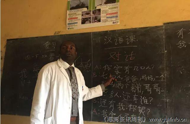 喀麦隆公立中学积极推广汉语教学
